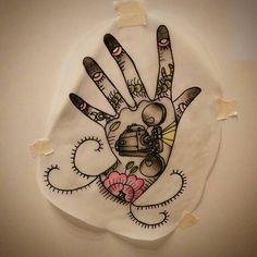 +++STA.DEMONIA TATTOO BARCELONA SARA+++ Flash by @sara_sta.demonia_tattoo! Www.stademonia.com #StaDemonia #Tattoo #Barcelona #Sara #OldSchool #Tradicional #Flash #Hand #Mano #Eyes #Cine #Färgfilmsprojektor