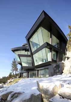 Archello: Cliff House Context The site is a dramatically steep slope with steps leading down to the shore of Lake Tahoe,