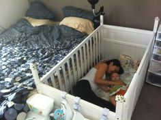 Brilliant way my wife figured out how to feed the baby at night without having to try to put him back in the crib and not wake him up. Turn the crib upside-down, and put the mattress on the floor. Toddler Floor Bed, Toddler Bedtime, Baby Girl Bedding, Baby Bedroom, Small Room Bedroom, Bedroom Decor, Baby Play Areas, Baby Closet Organization, Mattress On Floor