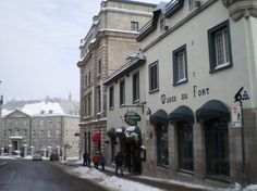 Musee du Fort, Quebec City: It's a very small museum, of the hostory of the battles between the French and British Troops in Canada. This very friendly host told me about the 30-minute show they were having. It was 8 dollars. So much worth it!!! I would have paid more.