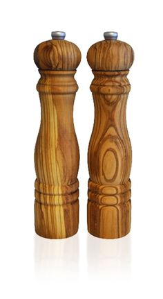 Salt and pepper grinders in olive wood: naturally Med Salt And Pepper Mills, Salt And Pepper Grinders, Wood Turning Projects, Wood Projects, Wooden Diy, Diy Wood, Thing 1, Glass Kitchen, Kitchen Dining