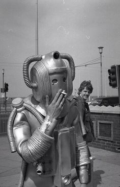 Smokebot Retro technology at its finest! The Westinghouse Electric Corporation actually made a smoking robot in the (not pictured here). His name was Elektro — how modern. Doctor Who, Science Fiction, Foto Picture, Vintage Robots, Belle Photo, Vintage Photos, Vintage Space, Eye Candy, The Past
