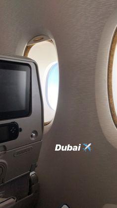Dubai Vacation, Dubai Travel, Airplane Photography, Cute Photography, Profile Pictures Instagram, Instagram Story Ideas, Dubai Safari, Dubai Airport, Dubai Holidays