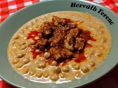 Csicseriborsó főzelék Hummus, Waffles, Oatmeal, Menu, Favorite Recipes, Breakfast, Ethnic Recipes, Food, Ideas