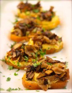 Polenta Crostini Bites with Caramelized Mushroom Cicchetti - Venetian Tapas | La Bella Vita Cucina ~ #mushrooms, #tapas #venice #venetian #polenta #crostini #cicchetti #recipe #italian Tapas Recipes, Appetizer Recipes, Cooking Recipes, Vegetarian Appetizers, Party Recipes, Vegetarian Tapas, Tapas Ideas, Spanish Appetizers, Polenta Recipes