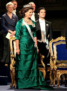 2010  A silk satin evening gown in emerald green. Copyright © The Nobel Foundation 2010 Photo: AnnaLisa B. Andersson