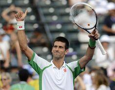 Novak Djokovic, numero uno del mundo de tenis, cierra la clasificación de los 10 deportistas más seguidos en los social networks con 4,4 millones de fans (2,8 en facebook y 1,6 en twitter)