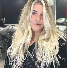 WEBSTA @ vivi_siqueira - Uma pausa pra esse cabelo divo feito por mim ! @sophia_abreu perfeito! #byvivisiqueira #viviblond #blondstudio