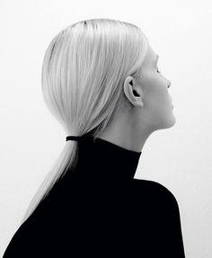 Sleek Ponytail - minimalist hairstyle // Ph. Paul Jung