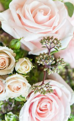 Roses are a classic choice when it comes to wedding floral arrangements. Love the subtle punch of the powder pink!