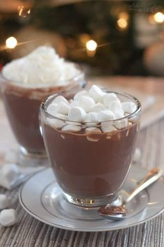 Nutella Hot Chocolate - Quick and easy chocolate and hazelnut flavored Nutella Hot Chocolate. Perfect for chilly days! Nutella Hot Chocolate - Quick and easy chocolate and hazelnut flavored Nutella Hot Chocolate. Perfect for chilly days! Hot Chocolate Recipe Easy, Nutella Hot Chocolate, Homemade Hot Chocolate, Nutella Deserts, Chocolate Cafe, Yummy Food, Treats, 3 Ingredients, Crock Pots
