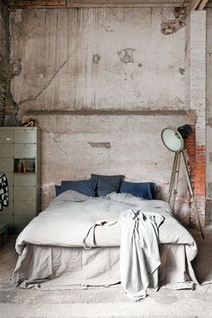 Check Out 20 Industrial Bedroom Designs. Industrial bedroom design is an urban signature that combines simplicity and authenticity. Industrial bedroom design incorporates utilitarian edge with rough textures and sometimes aged woods. Industrial Bedroom Design, Industrial Interiors, Industrial House, Industrial Style, Vintage Industrial, Industrial Closet, Industrial Windows, Industrial Restaurant, Industrial Apartment