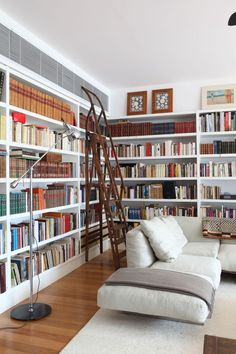 We want to show you a collection of inspirational ideas for your own home library, which can be a great addition to your overall home interior design. Home Library Design, Home Interior Design, Dream Library, Library Bookshelves, Library Ladder, Bookcases, Cozy Library, Library Room, Library Ideas