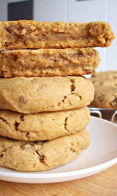 Biscuits au beurre de cacahuète et pépites de chocolat au cœur ultra fondant (sans œufs) – un écureuil dans ma cuisine