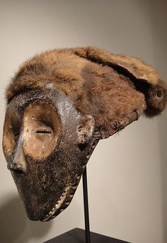 chokwe monkey mask 22 cm  wood, twig frame, pur, pigments