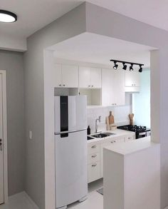 31 The Best Small Apartment Kitchen Design Ideas - When doing a small kitchen design for an apartment, either a corridor kitchen design or a line layout design will be best to optimize the workflow. Kitchen Room Design, Home Decor Kitchen, Kitchen Furniture, Kitchen Interior, Home Kitchens, Modern Kitchens, Small Kitchens, Kitchen Modern, Knoxhult Ikea