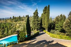 The avenue of cypresses and the panoramic pool of Borgo Bucciano