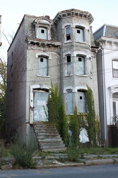 City of Newburgh Abandoned Homes - looks like Murder House from AHS
