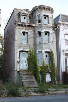 City of Newburgh Abandoned Homes - looks like Murder House from AHS