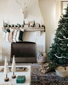 Holiday Gift Guide: My Christmas Wish List Merry Christmas Eve, Christmas Mantels, Christmas Gift Guide, Christmas Wishes, Holiday Gifts, Christmas Holidays, Christmas Decorations, Christmas Ideas, Christmas Appetizers