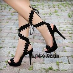 heeled shoes - Aylen Süet Siyah İnce Topuklu Ayakkabı - Apocalypse Now And Then High Heels Boots, Black High Heels, Heeled Boots, Shoe Boots, Heeled Sandals, Fancy Shoes, Pretty Shoes, Me Too Shoes, Talons Sexy