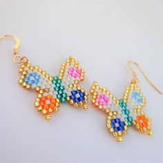 Discover recipes, home ideas, style inspiration and other ideas to try. Beaded Earrings Native, Beaded Earrings Patterns, Bracelet Patterns, Beading Patterns, Beaded Bracelets, Beading Tutorials, Seed Bead Jewelry, Bead Jewellery, Butterflies