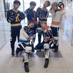 상남자  ㅋㅋㅋㅋ || 170101  - I'm not into hockey any more, like many Canadians are, but still..  Korean hockey players..  BTS no less.....   I'm drooling...