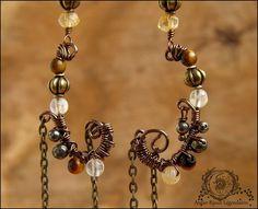 ~ Alliances éternelles ~ Longues boucles wire wrapping asymétriques Pyrite, Citrine, Oeil de tigre, perles lanternes et chaînettes : Boucles d'oreille par atelier-bijoux-legendaires