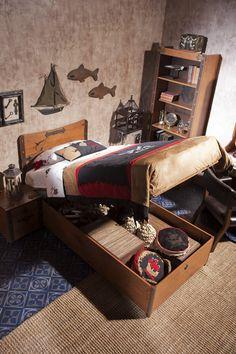 Cilek Black Pirate Jugendbett mit Bettkasten Nicht nur in gepflegter Piratenmanier, sondern auch mit geräumigem Bettkasten präsentiert sich dieses Piratenbett von Cilek. Es bietet ausreichend Staufläche für die kleinen und...  #kinder #kinderzimmer #kinderbett #bettkasten #cilek #pirat