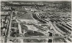 1945, Luchtfoto Den Haag. Overzicht van de tankgracht tussen de Sportlaan (links) en de Hanenburglaan. Op de voorgrond horizontaal de Goudenregenstraat.675a1f57-75d2-3396-f255-740f08416909.jpg