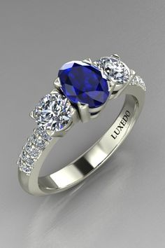Gorgeous sapphire and diamonds ring. Side diamonds and pavè setting for an outstanding colour gemstone. Create the ring of your dreams at Luxedogems.com