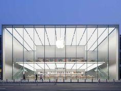 中国の杭州でこのほどオープンした新しいアップルストアは、アップル独特のミニマリスト的デザインを追求するため、最新の建築技術が限界まで使われている。