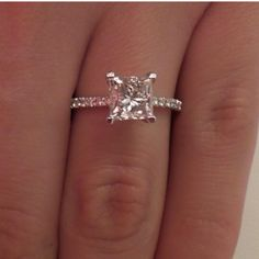 These princess cut wedding rings are really beautiful Diese Prinzessin schnitt Hochzeitsringe Wedding Rings Simple, Wedding Rings Vintage, Vintage Engagement Rings, Diamond Engagement Rings, Solitaire Rings, Diamond Rings, Solitaire Diamond, Solitaire Engagement, Halo Rings