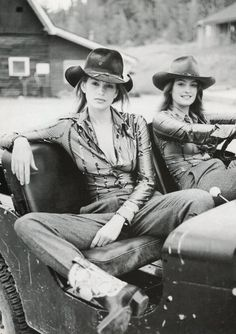 80s-90s-supermodels:  Vogue Italia, 1996 Models : Cindy Crawford & her sister