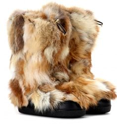 Fur trimmed winter boots by Chloe. Brown Shoe, Brown Boots, Stylish Winter Boots, Chloe Boots, Furry Boots, Hot Shoes, Wedge Boots, Fox Fur, Snow