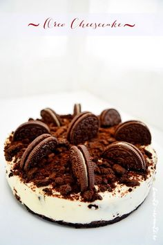 Un cheesecake cu blat de biscuiti Oreo si umplutura usoara, Oreo Cake, Oreo Cheesecake, Oreo Cookies, Oreo Cookie Recipes, Cake Recipes, Dessert Drinks, Desserts, Healthy Breakfast Recipes, Cheesecakes