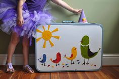 vintage suitcase dress-up clothes storage. the outside revamp makes me also think vintage suitcase into felt board with pieces stored inside. Dress Up Wardrobe, Dress Up Outfits, Kids Outfits, Diy Dress, Fancy Dress, Dress Up Clothes Storage, Clothes Storage Solutions, Suitcase Storage, Suitcase Decor