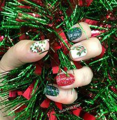Glittery Nails, Xmas Nails, Christmas Nails, Christmas Ornaments, Christmas Colors, Nail Polish Combinations, Nail Color Combos, Nail Colors, Wooden Roses