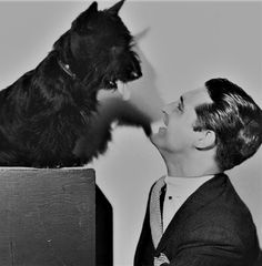 Cary Grant & his Scottish terrier, Archie. Cary Grant and a Scottie? Does it get any better? Golden Age Of Hollywood, Classic Hollywood, Old Hollywood, Gato Animal, Cute Animals, Wild Animals, Baby Animals, Tiger Cubs, Tiger Tiger
