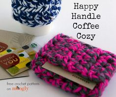 The Happy Handle Coffee Cozy is the perfect gift for any coffee lover - because a gift card fits right in! Get the free #crochet pattern on Mooglyblog.com
