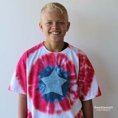 Tulip Tie Dye T-shirt Party! Tie Dye your Summer! Tie Dye is the first signs of Summertime. The bright colors and hippy look are perfect for Summer b… Tie Dye Shirts Instructions, Shirt Tutorial, Tie Dye Kit, Tie And Dye, Diy Tie Dye Shirts, Diy Shirt, Tee Shirts, Tye Dye, Diy Tie Dye Designs