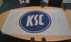 Fahne von bannerstop.com für den KSC.