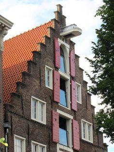 """Het Spaanse huis"" / ""De Kruiwagen"", step-gable warehouse, 1606, Dutch renaissance - Singel 2, Amsterdam"