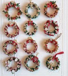 Grapevine Christmas, Jeweled Christmas Trees, Miniature Christmas Trees, Xmas Wreaths, Mini Christmas Tree, Christmas Ornament Crafts, Advent, Polymer Clay Christmas, Christmas Crochet Patterns