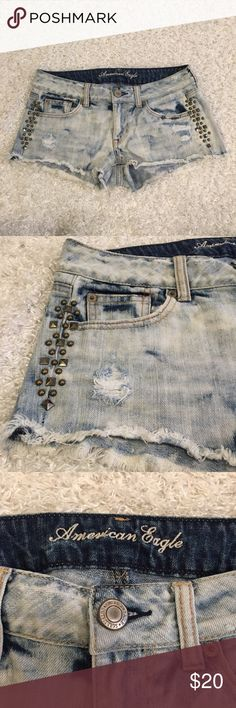 American Eagle light acid wash studded shorts 4 Excellent condition ✨ soft and comfy, no studs missing 💕 no flaws, no trades, open to offers, discount on bundles 🛍 American Eagle Outfitters Shorts Jean Shorts