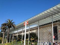 La semana pasada estuvimos en San Francisco y aprovechamos para visitar el museo California Academy of Sciences remodelado por el arquitecto Renzo Piano y abierto al publico en el 2008. Este museo de historia natural también funciona como centro de investigación, programas de educación y exhibiciones itinerantes.