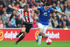 Lee Cattermole of Sunderland challenges Gareth Barry of Everton during the Barclays Premier League match between Sunderland and Everton at the Stadium of Light on May 11, 2016 in Sunderland, England.