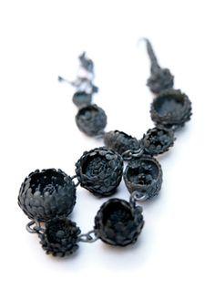 Nora Rochel  -Necklace-  925 Silver, blackened – 2010 on http://bijoucontemporain.unblog.fr