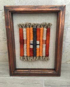 Macrame Wall Hanging Patterns, Yarn Wall Hanging, Weaving Art, Loom Weaving, Fabric Art, Fabric Crafts, Yarn Bombing, Macrame Knots, Dip Dye