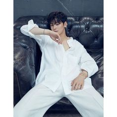 ASTRO's Cha Eun Woo proves that he is the king of visuals in his latest pictorial with Harper's BAZAAR. The idol and actor graced the maga… Asian Actors, Korean Actors, Beautiful Boys, Pretty Boys, Cha Eunwoo Astro, Lee Dong Min, Drame, Kdrama Actors, Handsome Boys